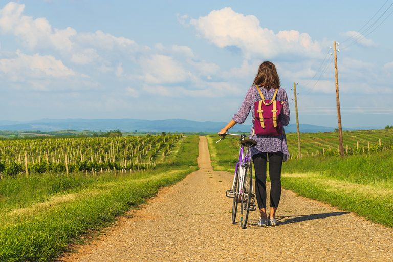 What should you not wear when cycling